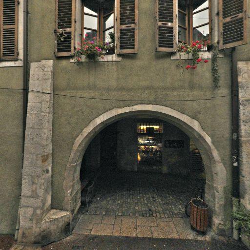 Fontaine de la rue de l'Île - Attraction touristique - Annecy