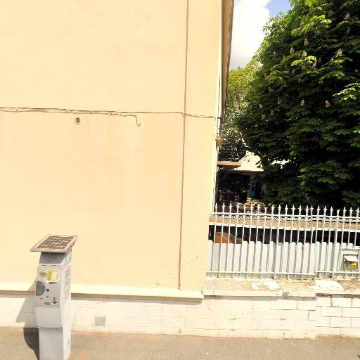 Turbul Apeem ASS POUR EXPERIENCE EDUCATIVE MONTESSO - Garderie et haltes-garderie - Montreuil