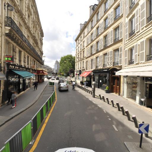 Station Vélib' Saint-Lazare - Place d'Estienne d'Orves - Vélos en libre-service - Paris