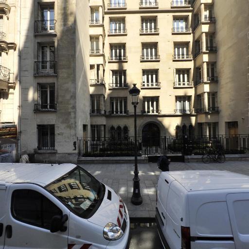 SCI 122 Rue De Grenelle Hôtel D'Artagnan - Location d'appartements - Paris