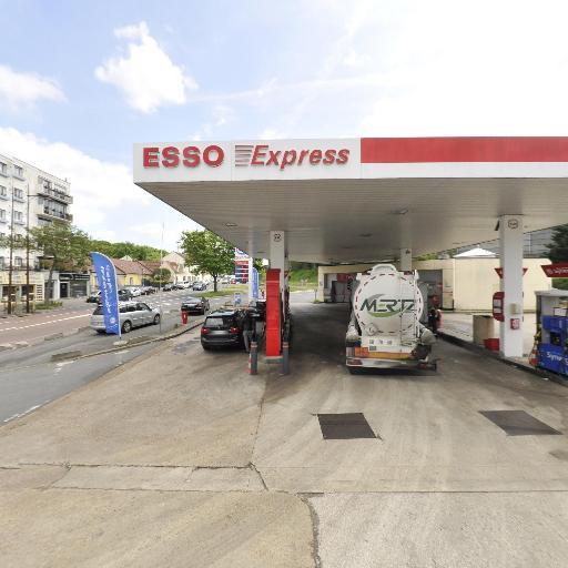 Esso Pont Colbert - Station-service - Versailles