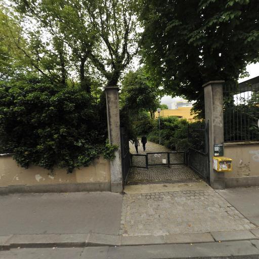 Le Jardin Villemin - Parc et zone de jeu - Paris