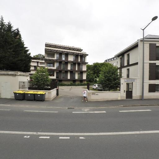 Six Jérome - Automobiles d'occasion - Saint-Cyr-sur-Loire