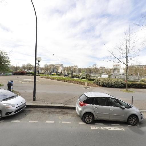 Jardin Des Mères Et Grands-Mères De La Place De Mai - Parc et zone de jeu - Paris